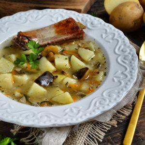 Kartoflana zupa z marynowanymi grzybkami
